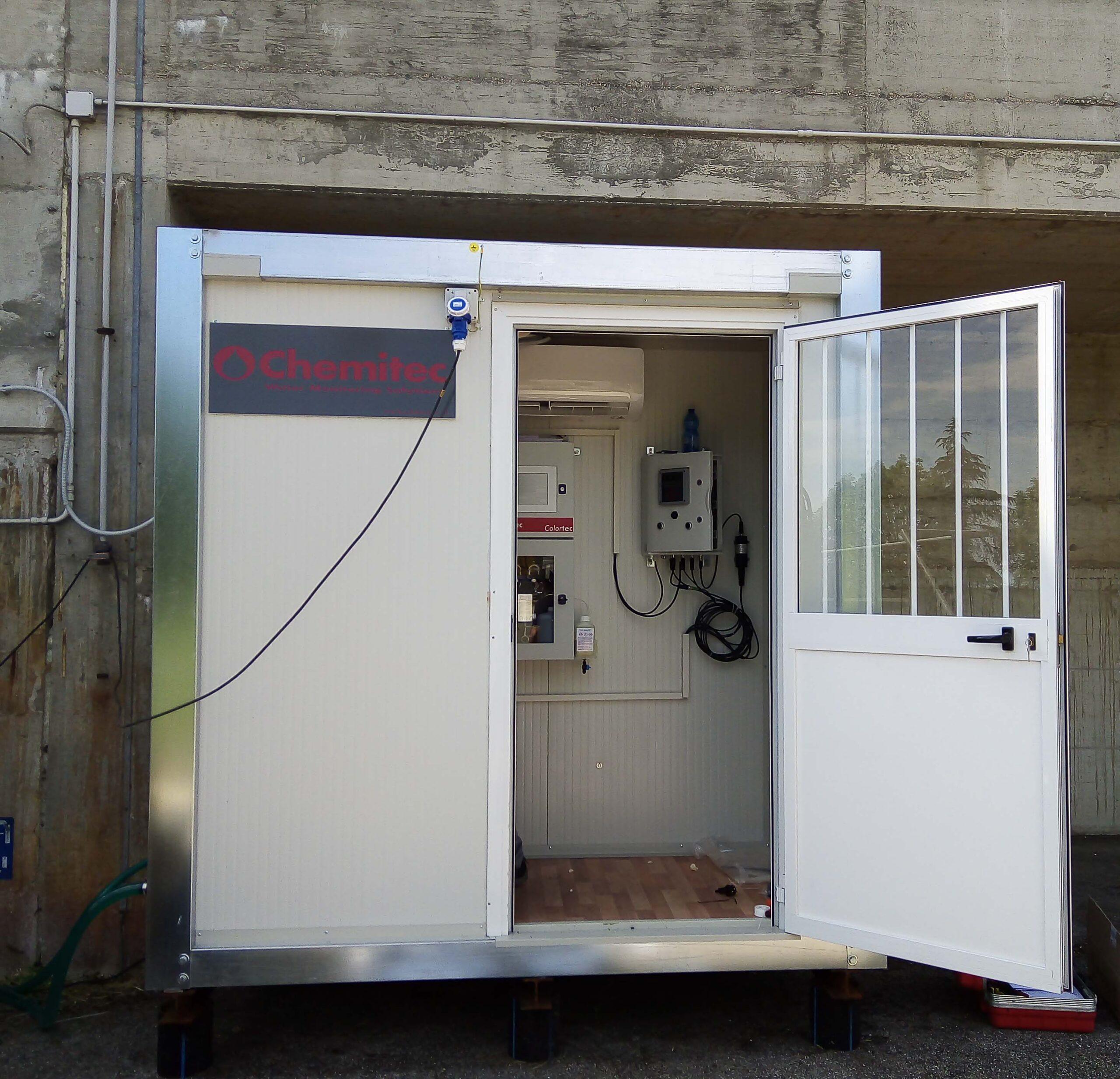 Container strumentato per il monitoraggio della qualità delle acque reflue trattate / Container equipped with probes and instruments for treated wastewater quality monitoring